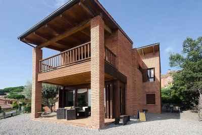 Дом в Испании рядом с Барселоной в эксклюзивной жилой урбанизации с видом на море